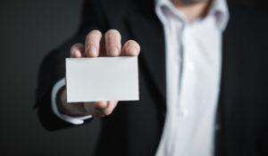 Beskyt dit ID kort og nøglekort med en ID kortholder!